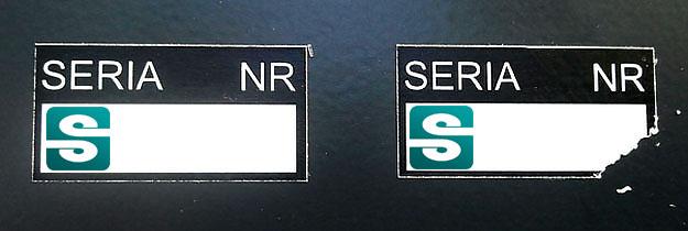 Stickery z folii gwarancyjnej kruszącej, miejsce na wpisanie serii i kolejnego numeru